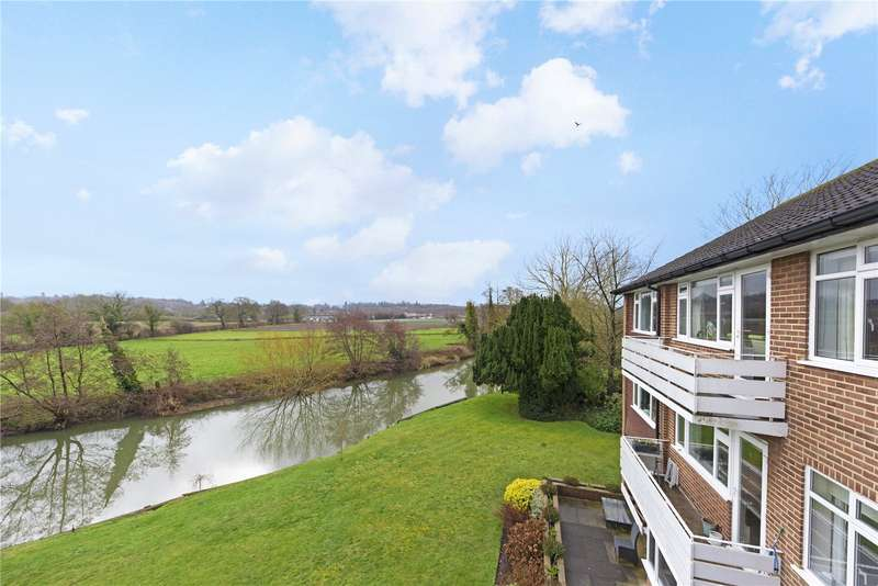 2 Bedrooms Flat for sale in Mole House, Kingfisher Close, Hersham, WALTON-ON-THAMES, Surrey, KT12