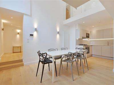 2 Bedrooms Flat for rent in Holloway Road, London, N7