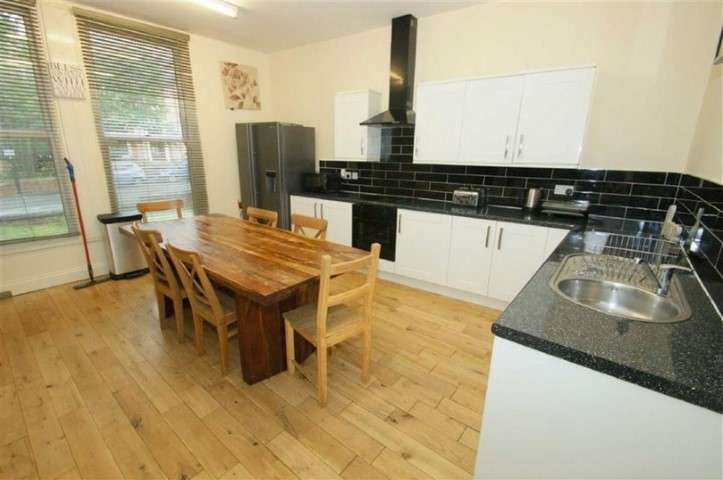 8 Bedrooms Semi Detached House for rent in Hyde Terrace, Hyde Park, Leeds, LS2 9LN