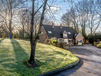4 Bedrooms House for sale in The Hollow, Caverswall, Stoke-on-Trent, Staffordshire