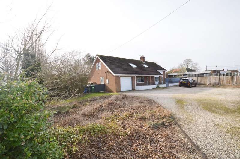 3 Bedrooms Detached House for sale in Lincoln Road, Torksey Lock, Lincoln, LN1