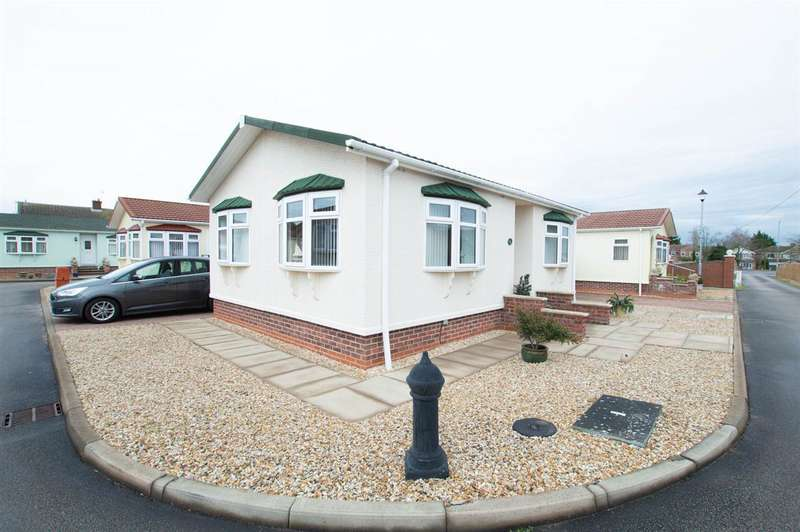 2 Bedrooms Park Home Mobile Home for sale in Claremont Park, Lincoln Road, Sleaford