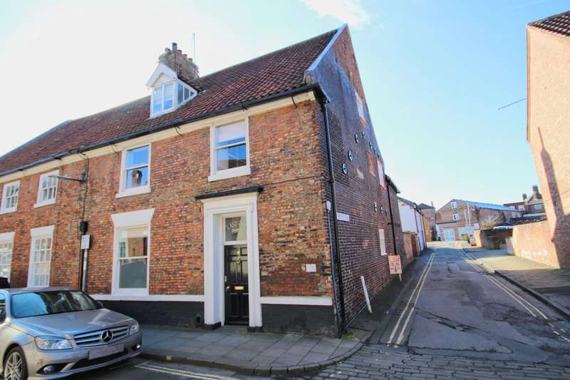 4 Bedrooms Town House for sale in Walkergate, Beverley