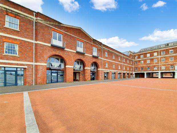 2 Bedrooms Apartment Flat for sale in The Chandlers, Salt Meat Lane, Gosport
