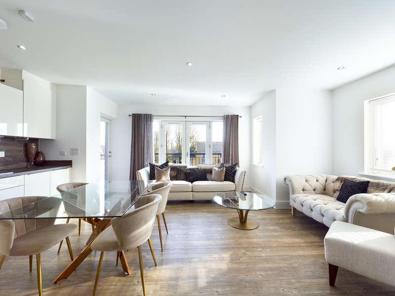 2 Bedrooms Flat for sale in Sudbury Hill, Harrow