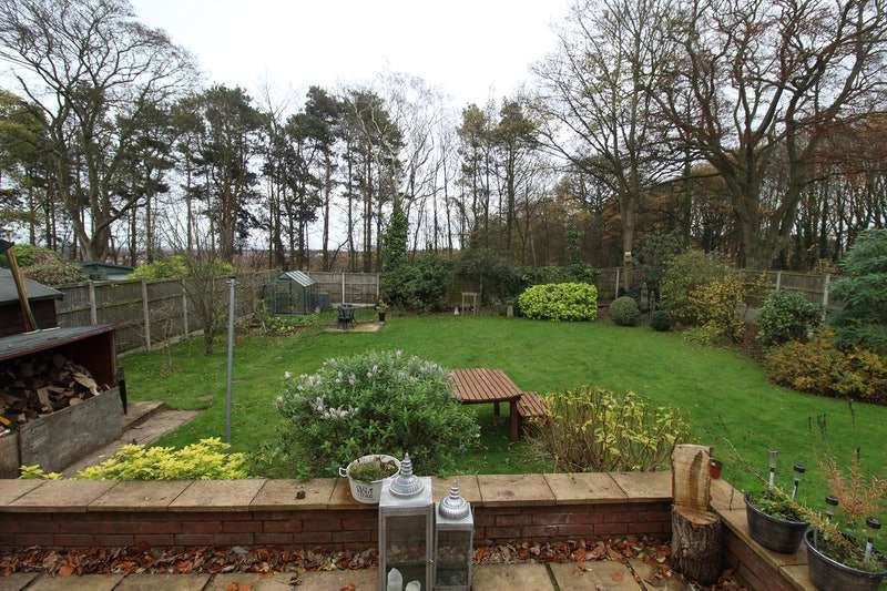 3 Bedrooms Detached House for sale in Berry Hill Road, Mansfield, Nottinghamshire, NG18