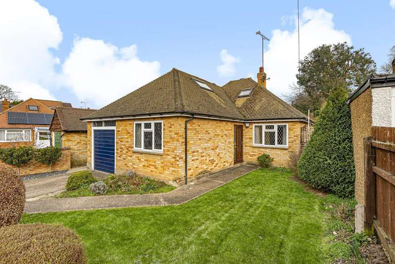 4 Bedrooms Detached House for sale in Row Hill, Row Town, Addlestone, KT15