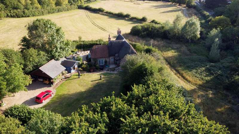 4 Bedrooms Cottage House for sale in Long Lane, Wimborne, BH21 7AG