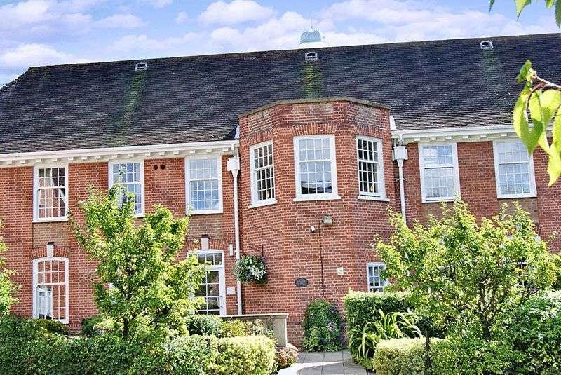 1 Bedroom Property for sale in Belvedere Court, Hoddesdon, EN11 8UX