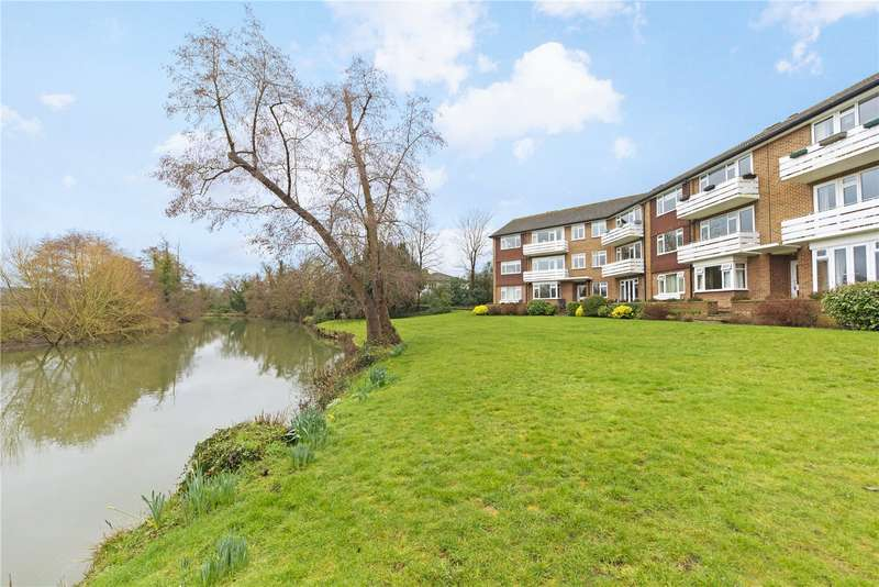 2 Bedrooms Flat for sale in Mole House, Kingfisher Close, Walton-on-Thames, Surrey, KT12