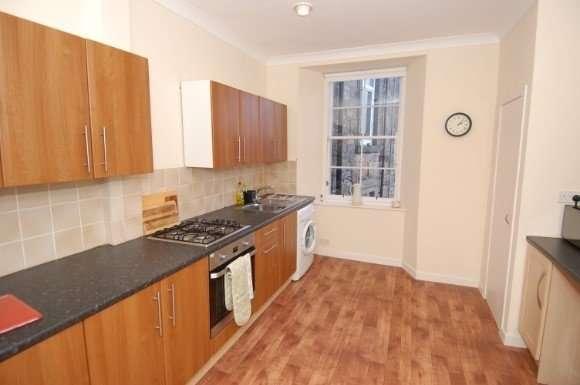 3 Bedrooms Flat for rent in Port Street, Stirling