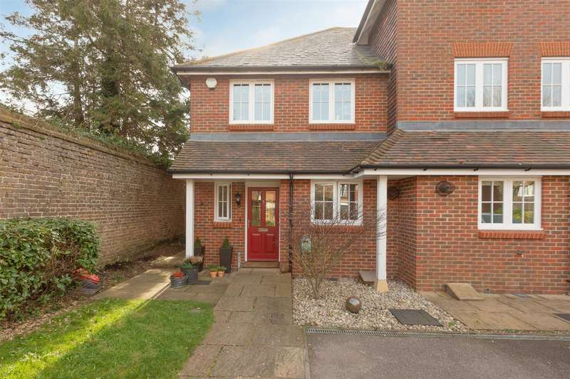 3 Bedrooms Semi Detached House for sale in College Gardens, Westgate-On-Sea
