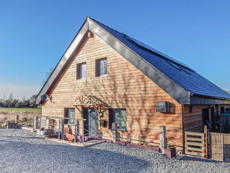 3 Bedrooms Detached House for sale in Brinkworth