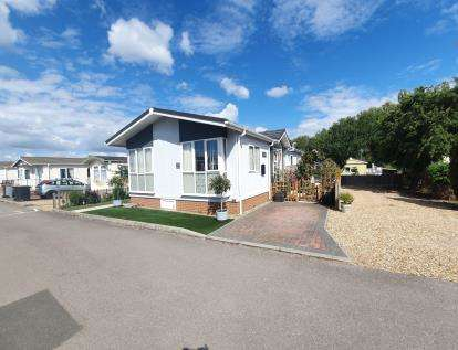 2 Bedrooms Detached House for sale in Folly Park, High Street, Clapham, Bedford