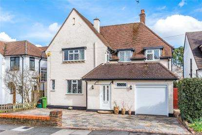 4 Bedrooms Detached House for sale in Lynwood Grove, Orpington