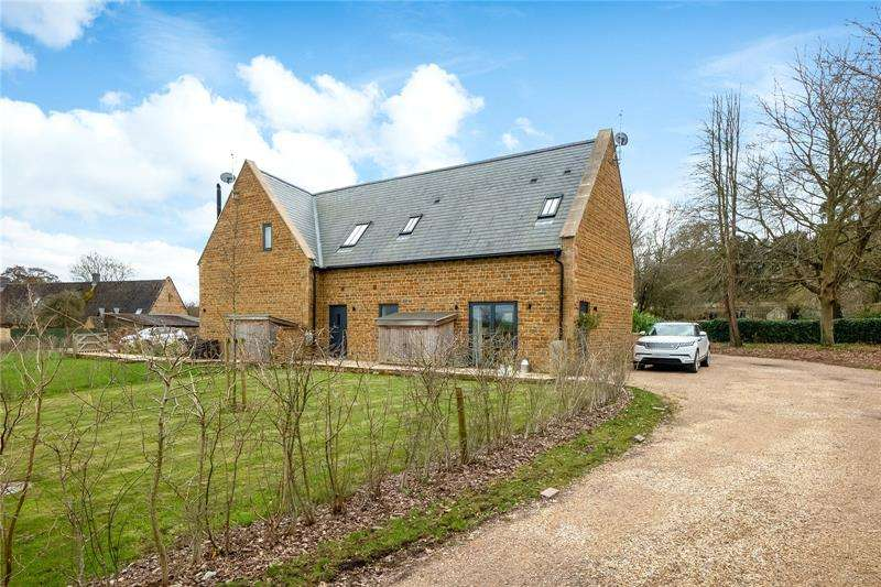 3 Bedrooms Semi Detached House for sale in Aynho Road, Adderbury, Oxfordshire, OX17