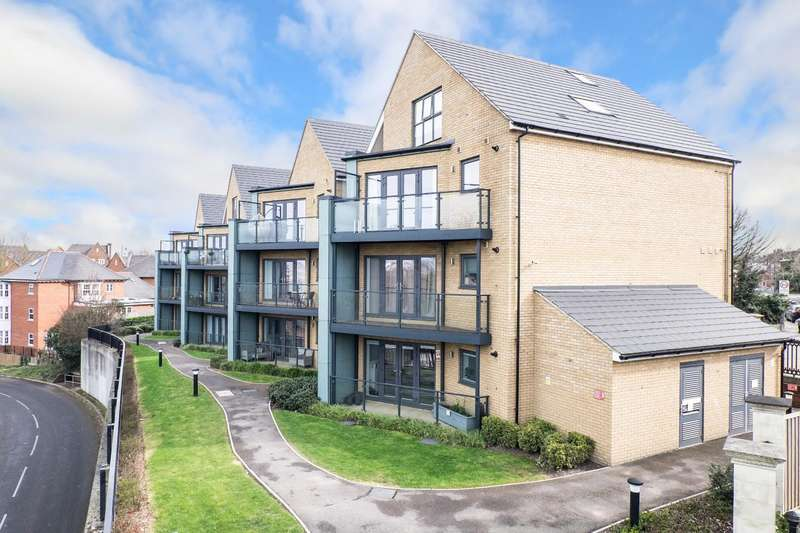 2 Bedrooms Apartment Flat for sale in Gatehouse View, The Avenue, Greenhithe