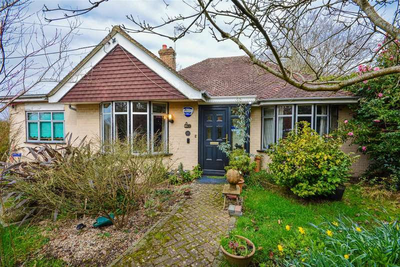 2 Bedrooms Detached Bungalow for sale in Starrs Green Lane, Battle