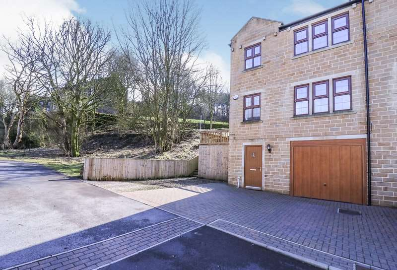 4 Bedrooms Semi Detached House for sale in Perseverance Fold, Oxenhope, Keighley, West Yorkshire, BD22