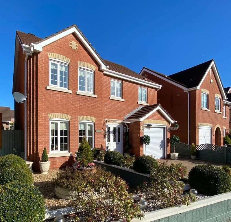 4 Bedrooms Detached House for sale in Woodland View, Church Village, Pontypridd