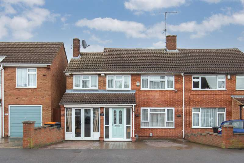 3 Bedrooms Semi Detached House for sale in Evelyn Road, Dunstable