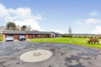 6 Bedrooms Bungalow for sale in Lightwood Road, Lightwood, Stoke On Trent, Staffordshire