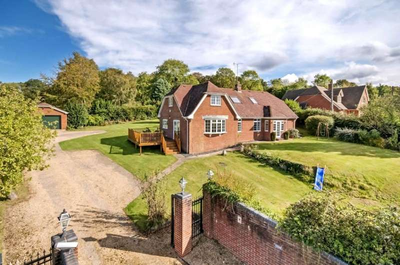 4 Bedrooms Detached House for sale in Dunwood Hill, East Wellow, Romsey, Hampshire, SO51