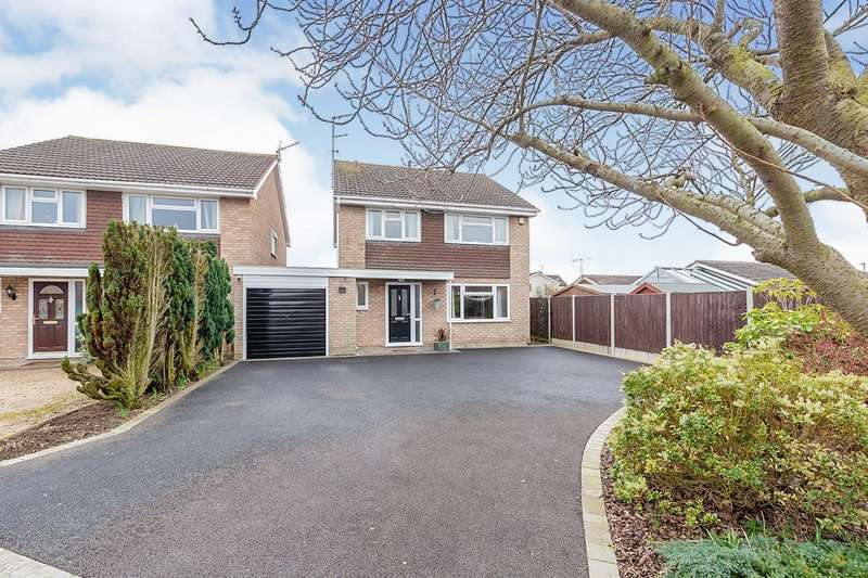4 Bedrooms Detached House for sale in Castlemaine Drive, Hinckley, Leicestershire, LE10
