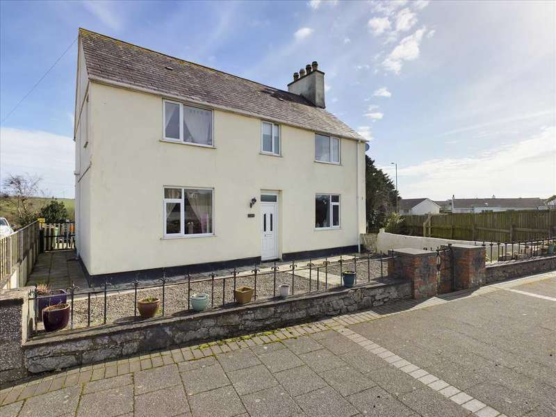 4 Bedrooms Detached House for sale in Y Fron, Cemaes Bay