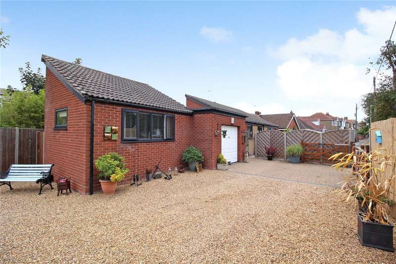 3 Bedrooms Detached Bungalow for sale in Grand Avenue, Pakefield, Suffolk, NR33