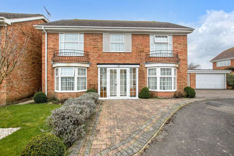 4 Bedrooms Detached House for sale in Fisher Close, Hythe, CT21