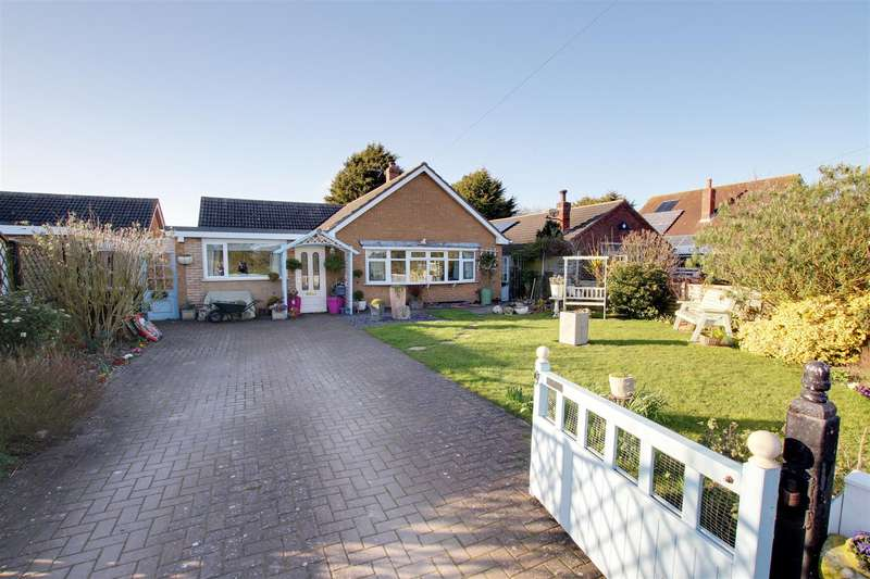 4 Bedrooms Detached Bungalow for sale in Station Road, Theddlethorpe, Mablethorpe