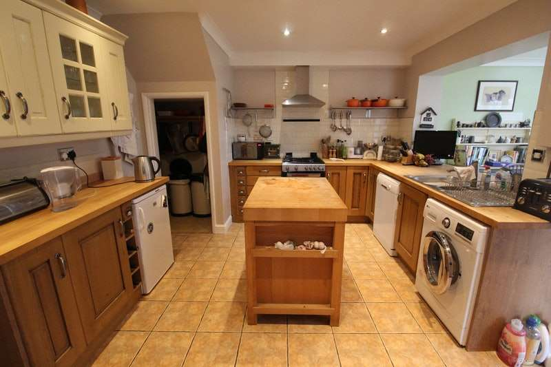 4 Bedrooms Semi Detached House for sale in Chapel Road, Gainsborough, Lincolnshire, DN21