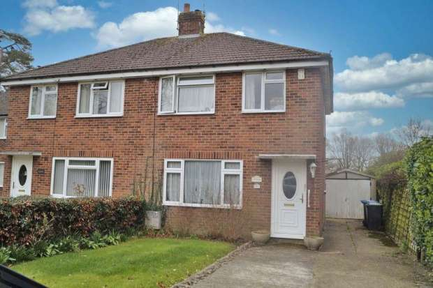 3 Bedrooms Semi Detached House for sale in Junction Road, Burgess Hill, Sussex, RH15 0JZ