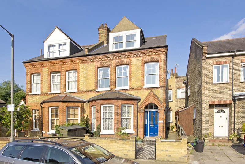3 Bedrooms Maisonette Flat for sale in Erpingham Road, Putney, SW15