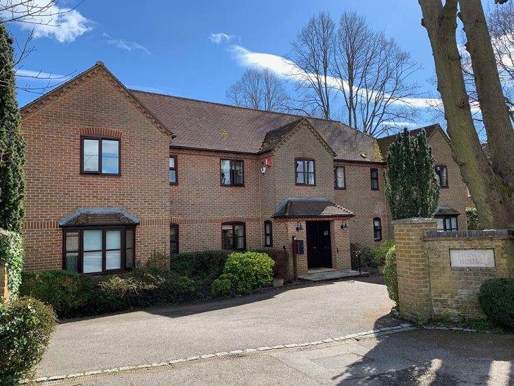 2 Bedrooms Flat for sale in Maidenhead Road, COOKHAM, SL6