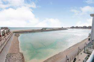 3 Bedrooms Flat for sale in Centauri Court, 1 Midway Quay, Eastbourne, East Sussex