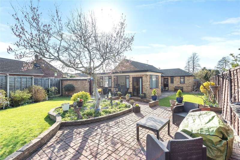 3 Bedrooms Detached Bungalow for sale in Roseary Close, West Drayton, Middlesex, UB7