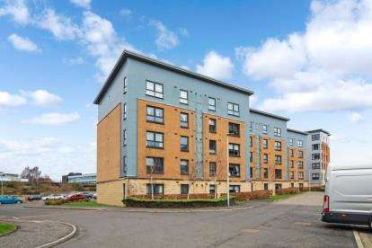 2 Bedrooms Flat for sale in Abbey Place, Paisley, Renfrewshire