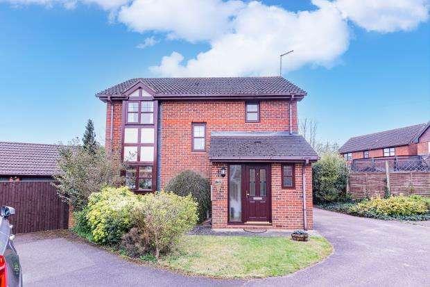 3 Bedrooms Detached House for sale in Sparvells, Eversley, Hook