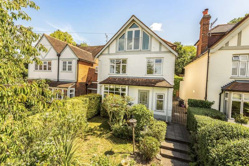 4 Bedrooms Detached House for sale in Leigh Road, Cobham, KT11