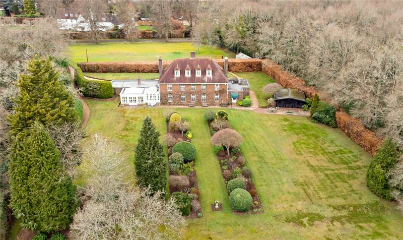 7 Bedrooms Detached House for sale in Tilford Road, Farnham, Surrey, GU9