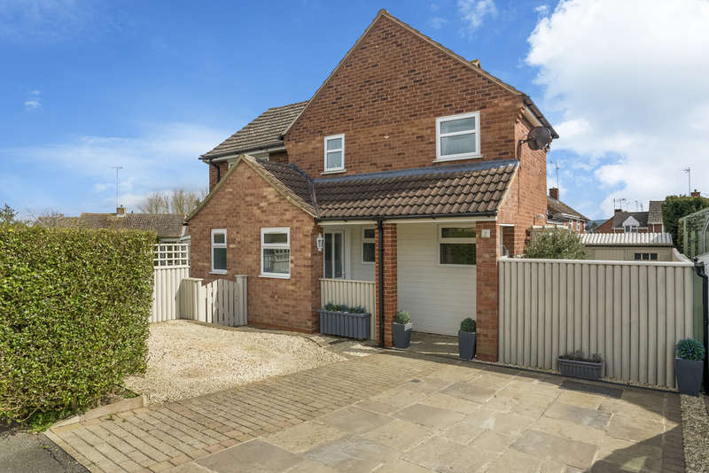 3 Bedrooms Semi Detached House for sale in Sadlers Avenue, Shipston-on-Stour