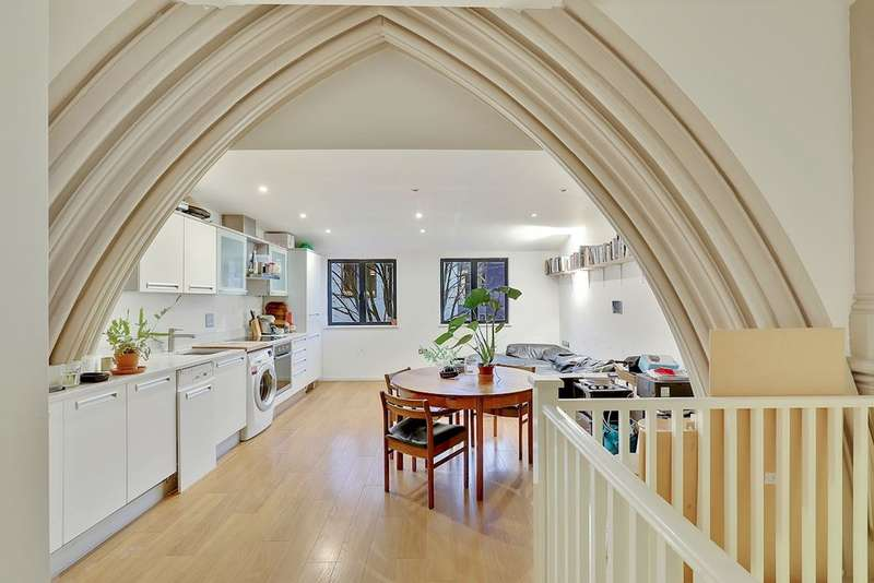 2 Bedrooms Flat for sale in St Augustines Court, Lynton Road
