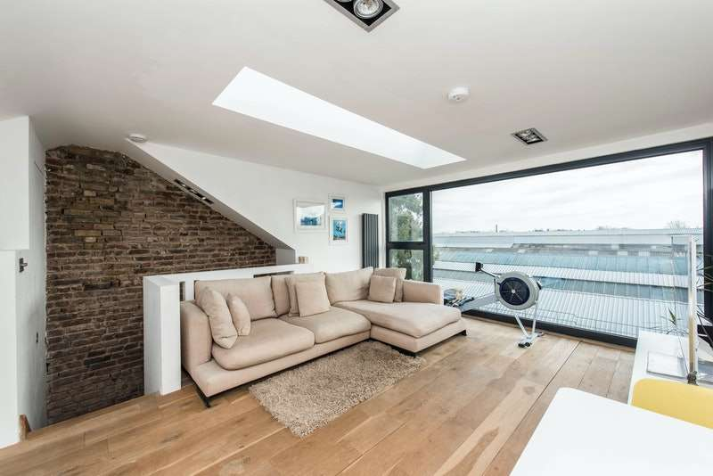 2 Bedrooms Flat for sale in Ennismore Avenue, London, London, W4
