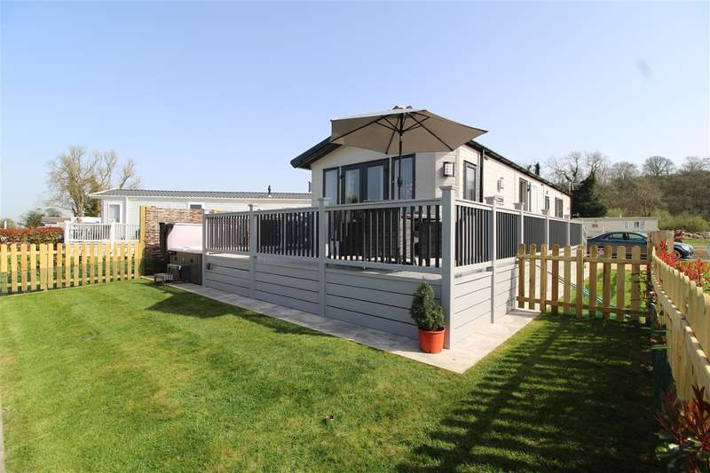 2 Bedrooms Park Home Mobile Home for sale in Riverside Country Lodges, Boat Lane, Bleasby, Nottingham