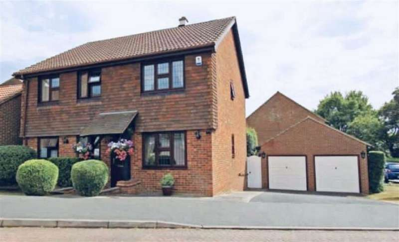 4 Bedrooms Detached House for sale in The Old Yews, New Barn, Longfield