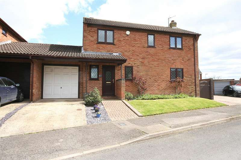 3 Bedrooms Link Detached House for sale in Cantilupe Close, Eaton Bray, Beds.