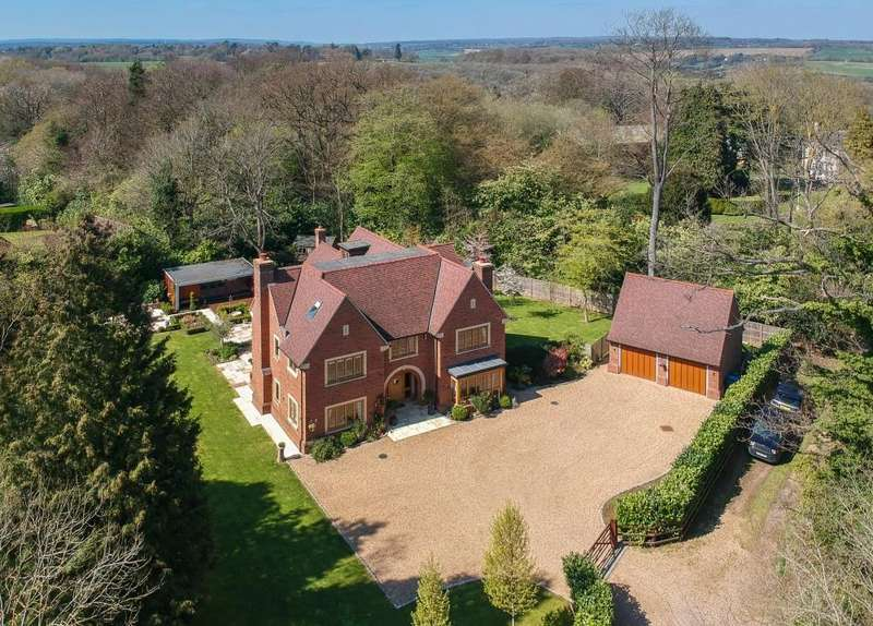 7 Bedrooms Detached House for sale in Longcroft Lane, Felden, HP3