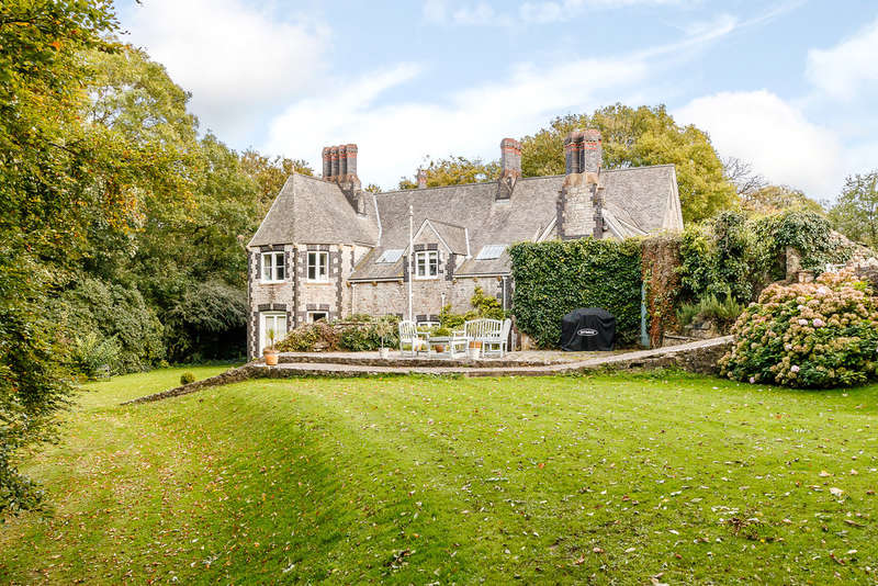 5 Bedrooms Detached House for sale in Penmark, Vale of Glamorgan, CF62 3BP